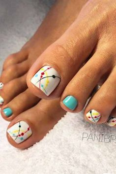 Looking for new and creative toe nail designs? Let your pedi always look perfect. We have a collection of wonderful designs for your toe nails that will be appropriate for any occasion. Be ready to explore the beauty and endless creativity of nail art! Beach Toe Nails, Summer Toe Nails, Summer Pedicures, Pedicure Ideas Summer, Summer Nails 2018, Nail Art Ideas For Summer, Pretty Toe Nails, Cute Toe Nails, Pretty Toes