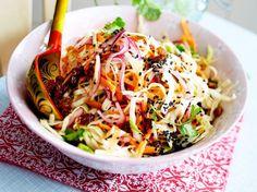 Unser beliebtes Rezept für Orientalischer Weißkohlsalat und mehr als 55.000 weitere kostenlose Rezepte auf LECKER.de.