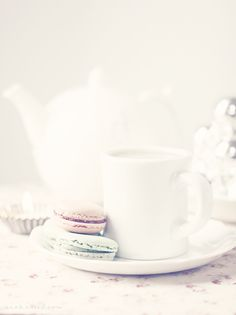 Life's simple pleasures | 1000 reasons to be happy and love life  | A lazy Sunday afternoon with Tea and Macarons |