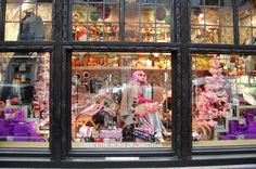 Pin for Later: Seht die schönsten, weihnachtlichen Schaufenster-Dekos der Welt Liberty London