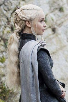 Jun 2019 - Jewellery from the tv-show Game of Thrones. See more ideas about Game of thrones jewelry, Tv show games and Game of thrones. Daenerys Targaryen Season 7, Game Of Throne Daenerys, Danaerys Targaryen Hair, Daenerys Targaryen Aesthetic, Deanerys Targaryen, Costumes Game Of Thrones, Arte Game Of Thrones, Emilia Clarke, Winter Is Here