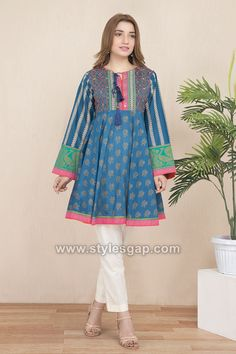 Pakistani Fashion Casual, Pakistani Dresses Casual, Pakistani Dress Design, Casual Dresses, Pakistani Frocks, Baggy Dresses, Short Dresses, Pakistani Clothing, Simple Dresses