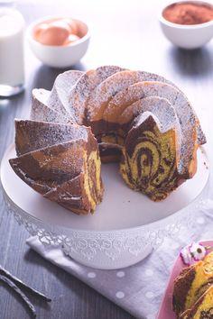 Un #dolce dalla bontà divina, irresistibile per la sua dolcezza, morbidezza ed inconfondibile per le sue venature che ricordano il marmo: #ciambella marmorizzata. ( #marbled #donut ) #Giallozafferano #chocolate #cioccolato #breakfast #colazione