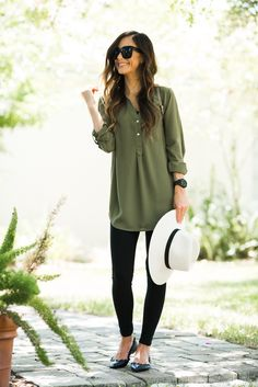 Tunics are one of my all-time favorite Fall outfit staples! They're comfortable and easy to wear! Let me show you my favorite way to wear them today!