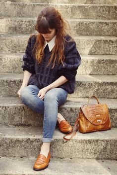 Lady Moriarty, style, hairstyle, fringe, oversized jumper, jeans, collar, loafers, slip on, flats, vintage bag, outfit