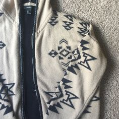 •• Aztec Print Sweater •• Black and tan Aztec print sweater with a faux leather zipper and hoodie. Received from another Posher in a trade. It's so warm and cozy just too big on me. Technically a small but runs more like a medium or even a large. Fits oversized for sure. There is minor piling throughout. Forever 21 Sweaters Cardigans