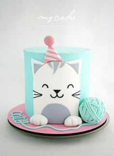 Easy birthday cake decorations from simple fondant cut out designs , you can make the yarn ball by sticking two cupcake tops together with buttercream and looping a long thin string of fondant around it. Gatito by Natalia Casaballe Pretty Cakes, Cute Cakes, Formation Patisserie, Birthday Cake For Cat, Birthday Kitty, Birthday Cup, Animal Cakes, Creative Cakes, Celebration Cakes