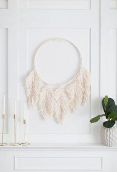 Craftberry Bush | Macrame feather wreath DIY | http://www.craftberrybush.com