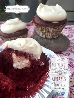 RECIPE: Red Velvet Cupcakes with White Chocolate Mousse Filling and Cream Cheese Frosting Chocolate Cupcakes Filled, Mocha Cupcakes, White Cupcakes, Filled Cupcakes, Red Velvet Cupcakes, Banana Cupcakes, Strawberry Cupcakes, Vanilla Cupcakes, Velvet Cake