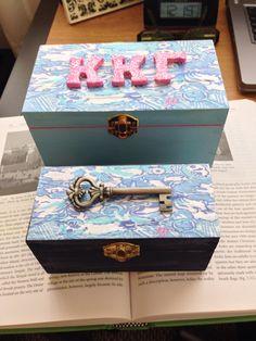 Embellished Pin Box - 19 Sorority Crafts to Make This Summer, by Category Phi Sigma Sigma, Kappa Kappa Gamma, Alpha Sigma Alpha, Delta Zeta, Big Little Week, Big Little Gifts, Sorority Pin Box, Sorority Little, Sorority Sisters