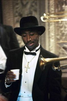 Suit Tupac