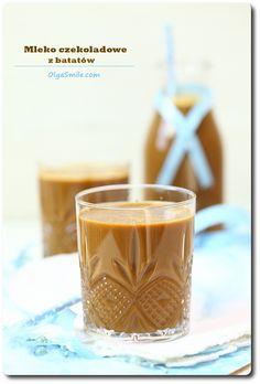 Mleko czekoladowe z batatów  Dzisiaj u mnie na blogu przepis na mleko czekoladowe z batatów, ach! Ponieważ sama takie mleko czekoladowe z batatów lubię pić, ot tak, zamiast kakao albo używać do płatków śniadaniowych czy ciasta