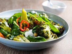 Spinatsalat mit geröstetem Brokkoli #spinach #salad #brokkoli #healthy #food #veggie #recipe
