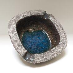 Robuuste lava asbak met blauw glas