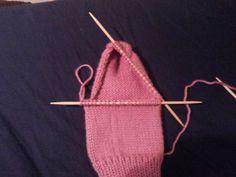 Como tejer calcetines, tejiendo los puntos de la parte superior del pie
