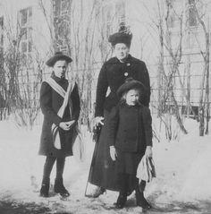 Olga and Anastasia with Anya Vyrubovna