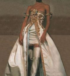 Christy Turlington in 1990 Chanel Couture # greatest # . - Christy Turlington in 1990 Chanel Couture Couture Chanel - Look Fashion, Runway Fashion, High Fashion, Fashion Show, Daily Fashion, Fashion Fashion, Korean Fashion, Fashion Tips, Fashion Trends