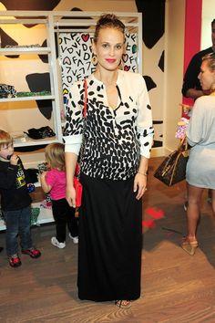 Molly Sims in a Diane von Furstenberg (DVF) Wista blouse - £266    http://www.stanwells.com/by-designer/diane-von-furstenberg/diane-von-furstenberg-whista-blouse