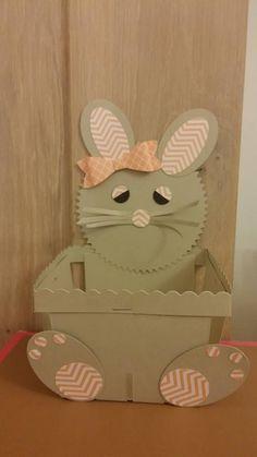 voici un lapin que j'ai crée avec le nouveau panier stampin up et des perfos stampin up!! reste plus qu'à le remplir de chocolat!!!hum!!!