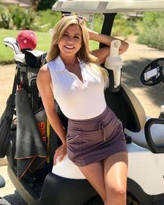 where is my golf ball Girls Golf, Ladies Golf, Women Golf, Sport Treiben, Sexy Golf, Sporty Girls, Golf Fashion, Golf Outfit, Athletic Women