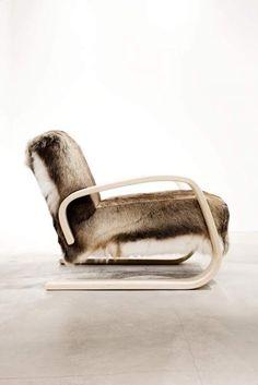 400 chair; Caribou hide; alvar aalto Nordic Design, Scandinavian Design, Home Furniture, Modern Furniture, Furniture Design, Steel Furniture, Alvar Aalto, Poltrona Retro, Wooden Armchair