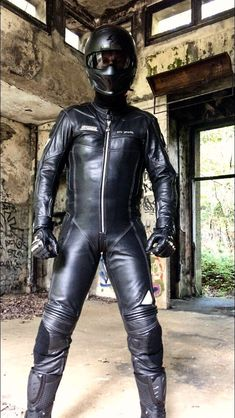 Leather Men, Leather Pants, Black Leather, Motorcycle Suit, Biker Gear, Bikers, Motorcycles, Europe, Outfit