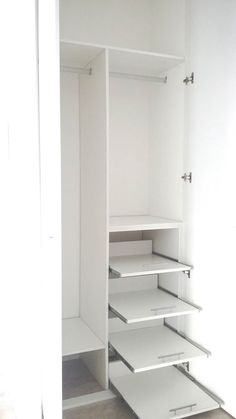 Corner Wardrobe Closet, Dressing Room Closet, Wardrobe Design Bedroom, Closet Bedroom, Bedroom Decor, Closet Layout, Bedroom Cupboards, Cupboard Design, Home Room Design