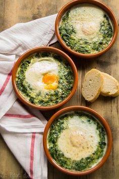 Espinacas con huevos a la crema - Healthy Eating İdeas For Exercise Vegetable Recipes, Vegetarian Recipes, Healthy Recipes, Sopas Light, Easy Cooking, Cooking Recipes, Cooking Kale, Cooking Pork, Food Porn