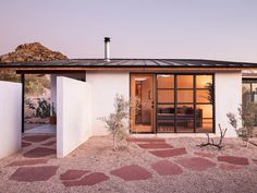This Home in California's High Desert Is How DIY Should Be Done - Alison and Jay Carroll transformed a boarded-up homestead into their own modern oasis Architectural Digest, High Desert Landscaping, Desert Backyard, Mexico House, Desert Homes, Sims House, California Homes, Prefab Homes, Townhouse