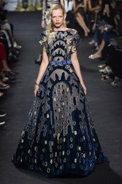 Photo galleries fashion week : Elie Saab Fall-Winter Haute Couture ( - The World's Fashion Business News Elie Saab Couture, Style Couture, Haute Couture Fashion, Look Fashion, Runway Fashion, Fashion Design, Paris Fashion, Beautiful Gowns, Beautiful Outfits
