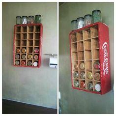 idee für gewürzaufbewahrung - coca cola kasten - 25  Gewürzaufbewahrung Ideen – besonders für kleine Küchen geeignet
