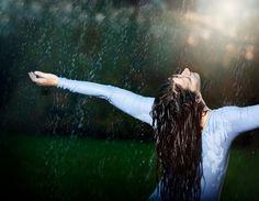 Dancing In The Rain Photography Feelings Freedom Ideas Girl In Rain, I Love Rain, Dancing In The Rain, Rainy Day Photography, Rain Photography, Girl Photography Poses, Image Beautiful, Beautiful Stories, Indian Photoshoot