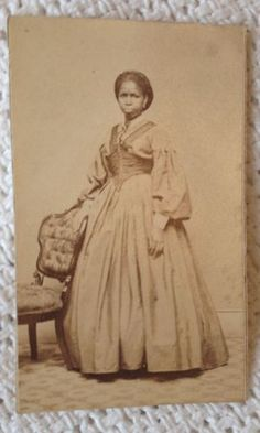 FREED-FEMALE-SLAVE-AFRICAN-AMERICAN-WOMAN-IN-BEAUTIFUL-DRESS-CHARLESTOWN
