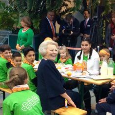 Our former Queen and alumnus of Leiden Univeristy Princess Beatrix opened this morning the National School Breakfast at Leiden Universitys Botanical Gardens (Hortus Botanicus). Prinses Beatrix opende vanmorgen het Nationale Schoolontbijt in de Hortus Botanicus van de Universiteit Leiden.  #Queen #Princess #Royal #Beatrix #Smile #Breakfeast #Ontbijt #Hortus #Botanicus #Leiden #LeidenAlumni #Alumni #Alumnus #UniversiteitLeiden #LeidenUniversity #DiscovertheHortus
