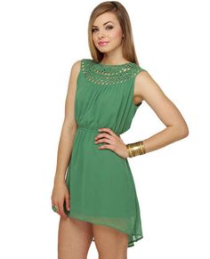Love this green dress. With some gold jewelry and shoes. Perfect.