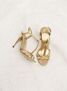 Gold wedding shoes | photo by Jessica Loren | 100 Layer Cake