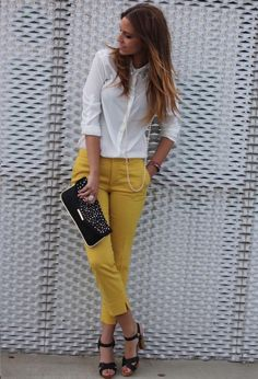 20 Colored Jeans for Spring 2014 - Herren- und Damenmode - Kleidung Mode Outfits, Stylish Outfits, Fashion Outfits, Jeans Fashion, Fashion Scarves, Summer Office Outfits, Spring Outfits, Office Wear, Office Chic
