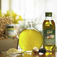 Combine Don Vito's Gold Italian Blend Herb Mix with our select first press Italian extra virgin olive oil in the included decrative bottle for a delicious dipping oil for bread, veggies, or salad.  Mix as much or as little herb mix to find your perfect flavor.    Set includes Avanti Savoia's 2013 Limited Edition bottle with top, chrome pour spout, gift box, extra virgin olive oil, Italian herb mix.  $19.95
