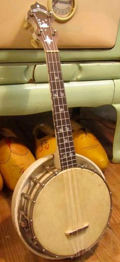"lardyfatboy: "" Lange White Swan Banjolele - Not part of the Pearloid war just a nice Banjo Ukulele =Lardy's Ukulele of the day - a year ago "" =Lardy's Ukulele of the day - 2 years ago Banjo Ukulele, White Swan, Hillbilly, Guitars, Muse, Instruments, History, News, Historia"
