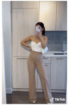 Formal Casual Outfits, Classy Outfits, Chic Outfits, Fashion Outfits, Womens Fashion, Beige Pants Outfit, Brown Outfit, High Waisted Dress Pants, Fiesta Outfit