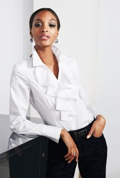 Love white blouses with special features like these ruffles. - - Love white blouses with special features like these ruffles. LOOKandLOVEwithLOLO: MADELEINE Fall Arrivals Source by reneeckardt Classic White Shirt, Crisp White Shirt, Madeleine Fashion, White Fashion, Dress Codes, Corsage, White Tops, Timeless Fashion, Casual Chic