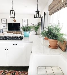 Home tour- michelle janeen bright white california home mein liebling, cott Kitchen Design, Kitchen Decor, Kitchen Styling, Kitchen Ideas, Sweet Home, Cottage Living, Cottage Farmhouse, Coastal Farmhouse, California Homes