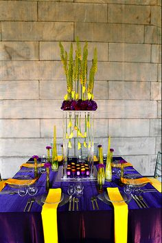 PURPLE AND YELLOW TABLE - Change the purple to black and we've got Hufflepuff! It'd be neat to have tables set up like this