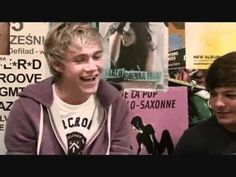 i can just sit here for hours and i would never get bored of Niall's laugh i just love it. <3