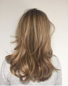 10 Biggest Spring/Summer 2020 Hair Color Trends You'll See Everywhere Sandy Brown Hair, Sandy Blonde Hair, Golden Brown Hair Color, Sandy Hair, Long Hair Cuts, Long Hair Styles, Blonde Balayage, Bronde Hair, Pretty Hairstyles