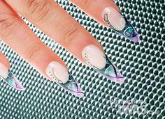 Diseño en Uñas (nails): Koresco Trazos que crean nuevos diseños  Trabajo de: Kovy.  Técnica: Encapsulado Retoque en: 3 semanas Nivel de trabajo: Avanzado Evento: Quince años y Graduaciones