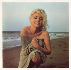 Marylin Monroe - SO beautiful. This should still be societies expectation of a woman..