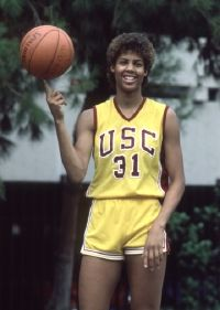 Cheryl Miller was the first woman basketball player to dunk in organized play. Read more about Cheryl Miller and her road to the Hall of Fame. Basketball Crafts, New Basketball Shoes, Basketball History, I Love Basketball, Basketball Legends, College Basketball, Basketball Players, Basketball Cupcakes, Logo Basketball