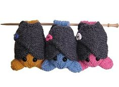 Knitted bats pattern, seriously cute.