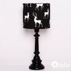 Ręcznie wykonana lampa z abażurem w jelonki. MAIRO | atelio.pl #lamp #design #deer #jeleń #homeDecor #designerskieLampy #PolskiDesign #lampa